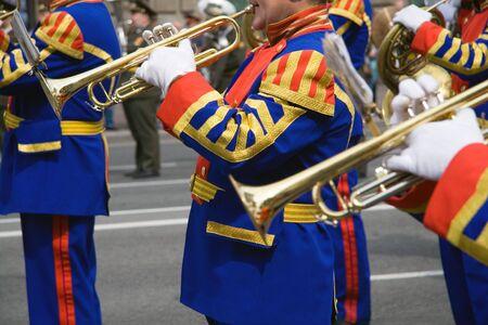 Marching Band Militär an der Parade Standard-Bild - 1052450