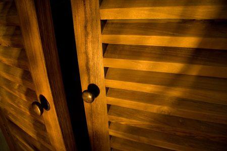 Detail der hölzernen Möbel - Türen Standard-Bild - 1052488