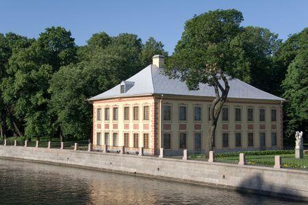 palacio ruso: Palacio de verano emperador ruso Pedro el Grande, siglo XVIII Foto de archivo