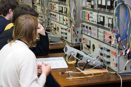 Studenten an der Lektion in technischen college Standard-Bild - 2384513