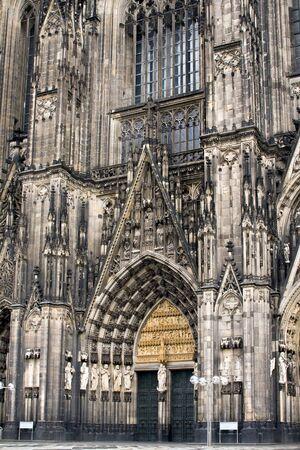 Close-up der Kölner Dom Standard-Bild - 2711403