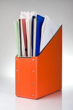 Dokumentordner mit Papieren, Reflexion auf weißem Hintergrund  Standard-Bild - 4649957