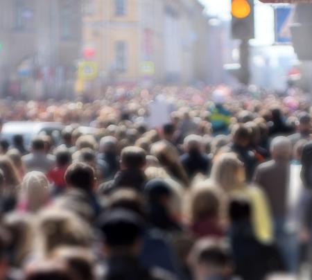 personas en la calle: Multitud de personas en la calle, centro de la ciudad Foto de archivo