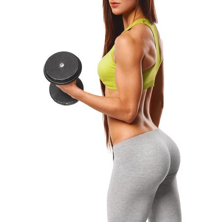 끈 팬티 섹시한 아름다운 엉덩이. 피트 니스 소녀, 아령 운동 섹시한 운동 여자. 흰색 배경에 고립