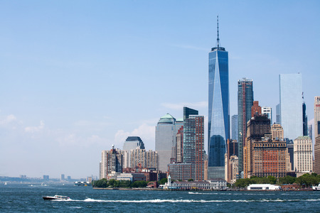 맨하탄 고층 빌딩에서 뉴욕시와 하나의 세계 무역 센터 스톡 콘텐츠