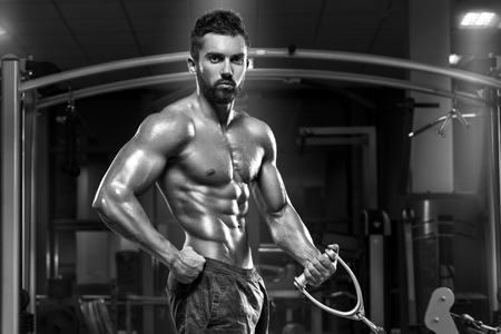 nudo maschile: Muscular man working out in gym doing exercises, strong male naked torso abs Archivio Fotografico