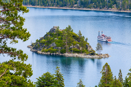 fannette: Fannette Island, Emerald Bay, Lake Tahoe, California, USA. Sightseeing cruise Stock Photo
