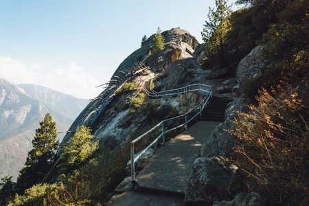 Moro Rock w Sequoia National Park, malowniczy szlak turystyczny, Kalifornia, USA