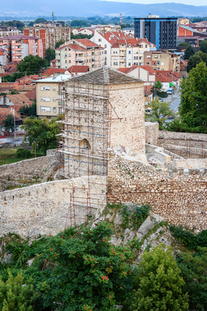 Close-up of reconstruction of an ancient fortress Momcilov Grad in Pirot, Serbia from a vantage point Banque d'images - 107624105