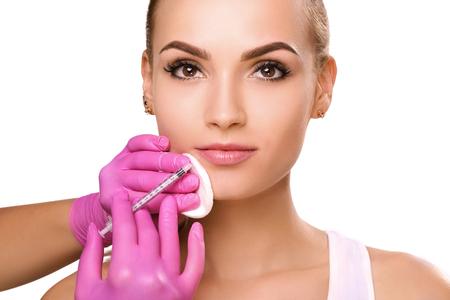 Inyecciones faciales rejuvenecedoras. Foto de archivo