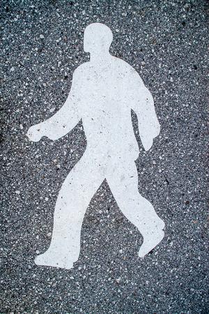 figura humana: Figura humana en el asfalto