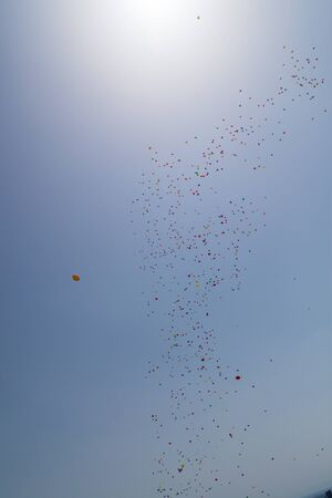 baloons: Houndreds of baloons flying in the sky