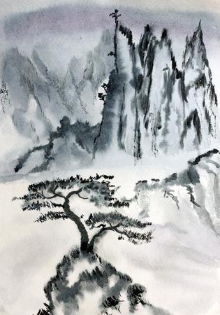Chinees berglandschap en een eenzame pijnboom Stockfoto
