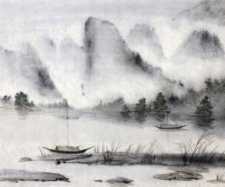pescador: majestuosas montañas y el agua de pino Foto de archivo