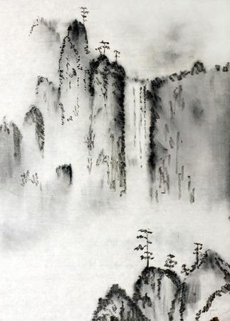 中国の雄大な山々 と雲