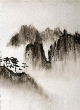 높은 아름다운 산과 안개 스톡 콘텐츠