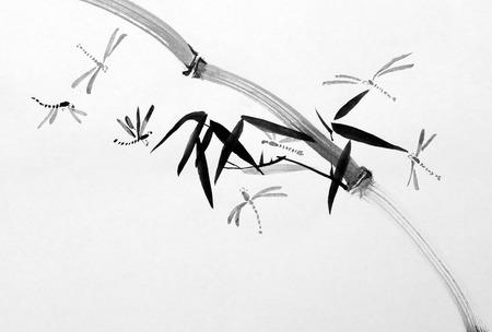 Dragonfly in bamboe bladeren in harmonie met de natuur