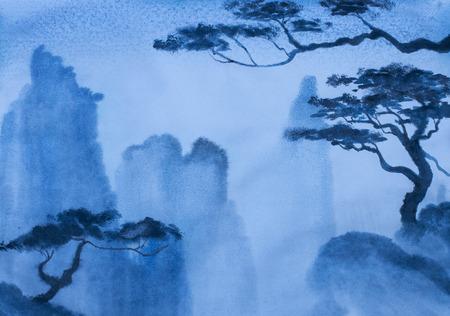 平和で静かな霧の深い山々 の