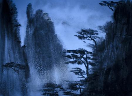山と夕暮れ時に松の木 写真素材