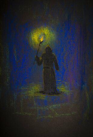sotana: monje medieval con una antorcha en la oscuridad