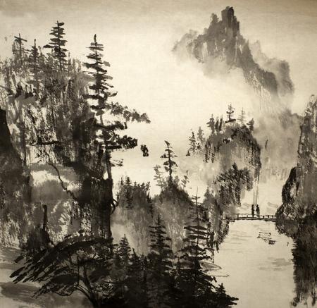 중국 산에서 밝고 안개가 자욱한 풍경