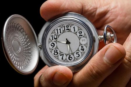 mans watch: Antiguo reloj de bolsillo en la mano de un hombre. Foto de archivo