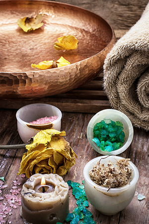 rejuvenating: sea salt and accessories for a rejuvenating spa sessions Stock Photo