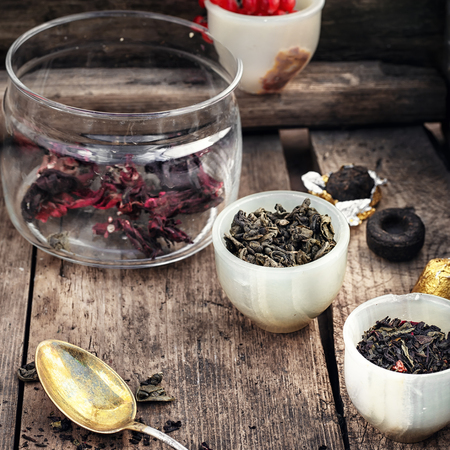 unpressed: leaves of the tea bush,the stylish cups prepared for brewing Stock Photo