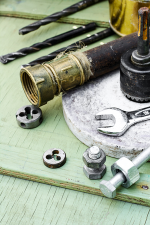 threading: Mounting and threading tool background iron pipes