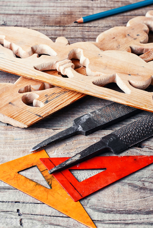 manually: Manually sawn figured wood products and files for wood processing