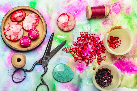 alicates: Fabricante de las mujeres collares de pequeñas perlas granate