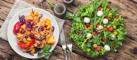 肉と野菜のピリ辛ライスをクレオール ジャンバラヤ