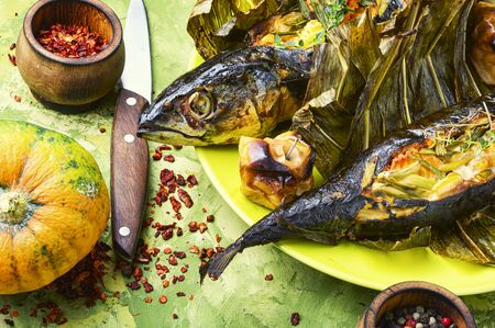 Baked mackerel in leek leaves.Fish with pumpkin filling.Autumn food 免版税图像