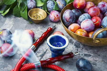 Tobacco shisha with plum flavor.Nargile with plum.Turkish fruit hookah tobacco Banque d'images - 129325942