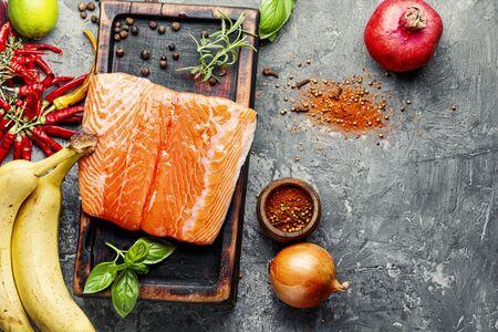 Fresh raw salmon fillet with cooking ingredients Zdjęcie Seryjne
