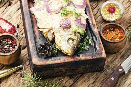 Baked fish at the Christmas table Zdjęcie Seryjne