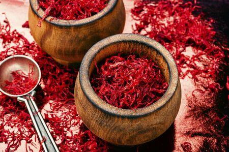 Spezia dello zafferano utilizzata nell'alimentazione e nella medicina erboristica tradizionale