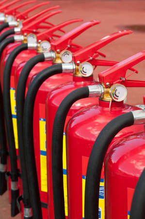peleaba: Grupo de extintores listos para su uso