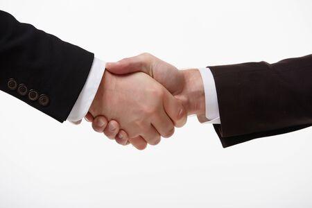 dando la mano: apretón de manos de dos empresarios de primer plano