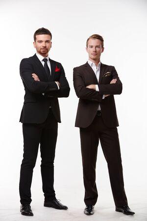 personas de pie: dos hombre de negocios de pie