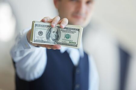 closeup money in male hands Foto de archivo