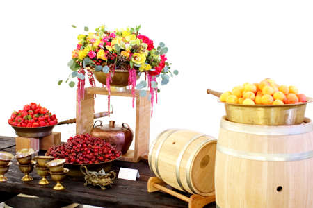 cereza: fruit on the table in a deep bowl