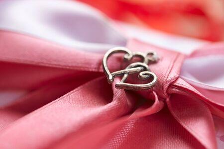 lazo rosa: hermosa rosa arco y corazones pareja