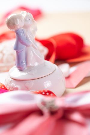 lazo rosa: beautiful pink bow and hearts couple