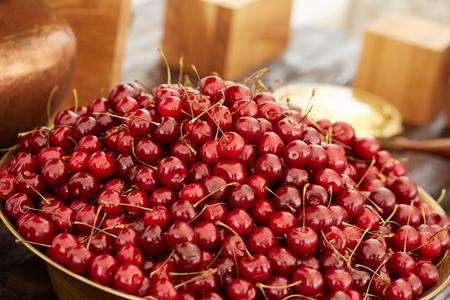 delicious, beautiful cherry in a large bowl Foto de archivo