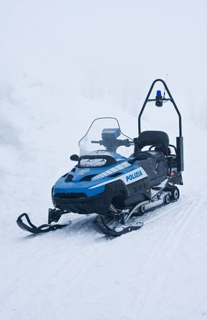 motor officer: police snowmobile in the mountains, Italia