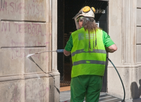 Stripping of the inscriptions on the wall
