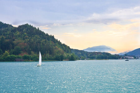 Jacht op Lake Worth (Worthersee). Oostenrijk Stockfoto