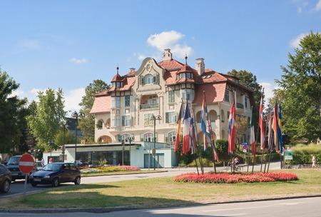 Hotel Velden am Worthersee See. Oostenrijk Redactioneel