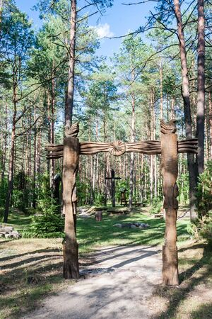 echoes: Wooden sculpture. Museum Forest echoes (Girios aidas). Druskininkai, Lithuania Stock Photo